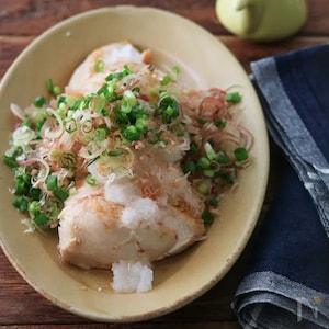 白だしで下味しっかり!「鶏胸肉のソテー。薬味おろしのせ。」