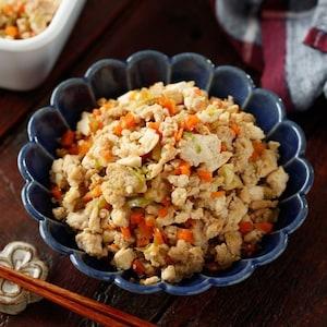 お子さまにもおすすめ!鶏ひき肉と野菜たっぷり♪炒り豆腐