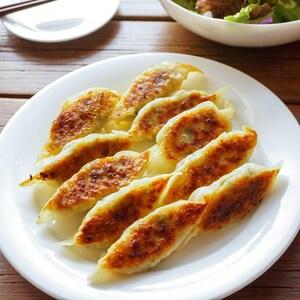 野菜たっぷり!スモークチーズの風味豊かな香味餃子