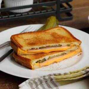 【PR】YOSHIROさんのレシピ動画が公開!チーズで美味しいアスリートごはん