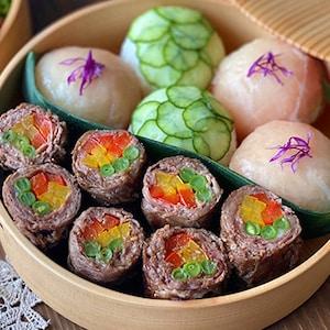カラフル野菜で彩り豊かに!「カナダビーフの肉巻きステーキ」