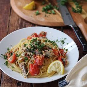 簡単美味しいオイルパスタ!オイルサーディンとトマトのパスタ。
