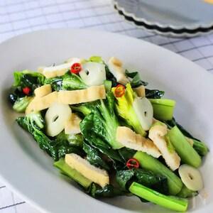 レンジでOK!お揚げと小松菜のにんにく塩オイル蒸し
