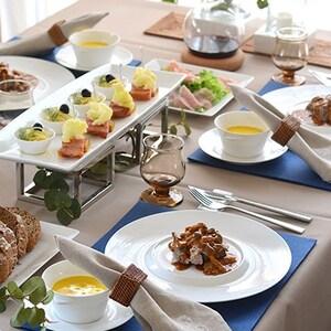 【PR】秋空を望むテーブルで、料理とワインを満喫