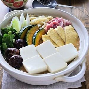 体が芯から温まる!お揚げとお豆腐たっぷりほうとう鍋