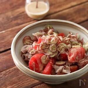 コクのある仕上がり。トマトとみょうがのごまドレ豚しゃぶサラダ。