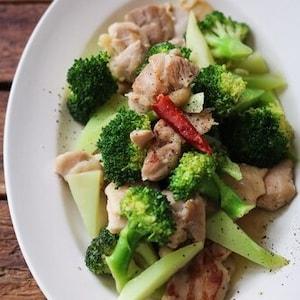 お弁当のおかずにも◎鶏とブロッコリーの塩炒め。