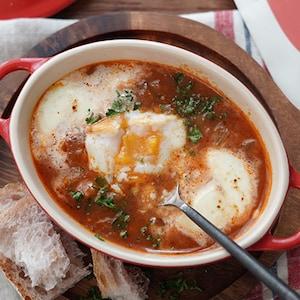 朝ご飯にも!「マンハッタンチャウダーと卵のモッツァレラチーズ焼き。」