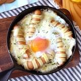 冷凍フェットチーネで巻き巻きウインナーと半熟卵のチーズ焼き