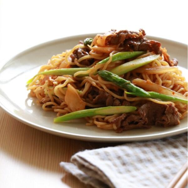 アスパラガスと牛キムチの韓国風焼きそば