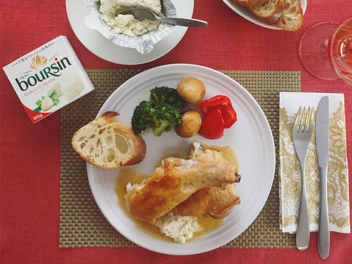 鶏もも肉のビネガー煮、ブルサン ガーリック&ハーブ添え