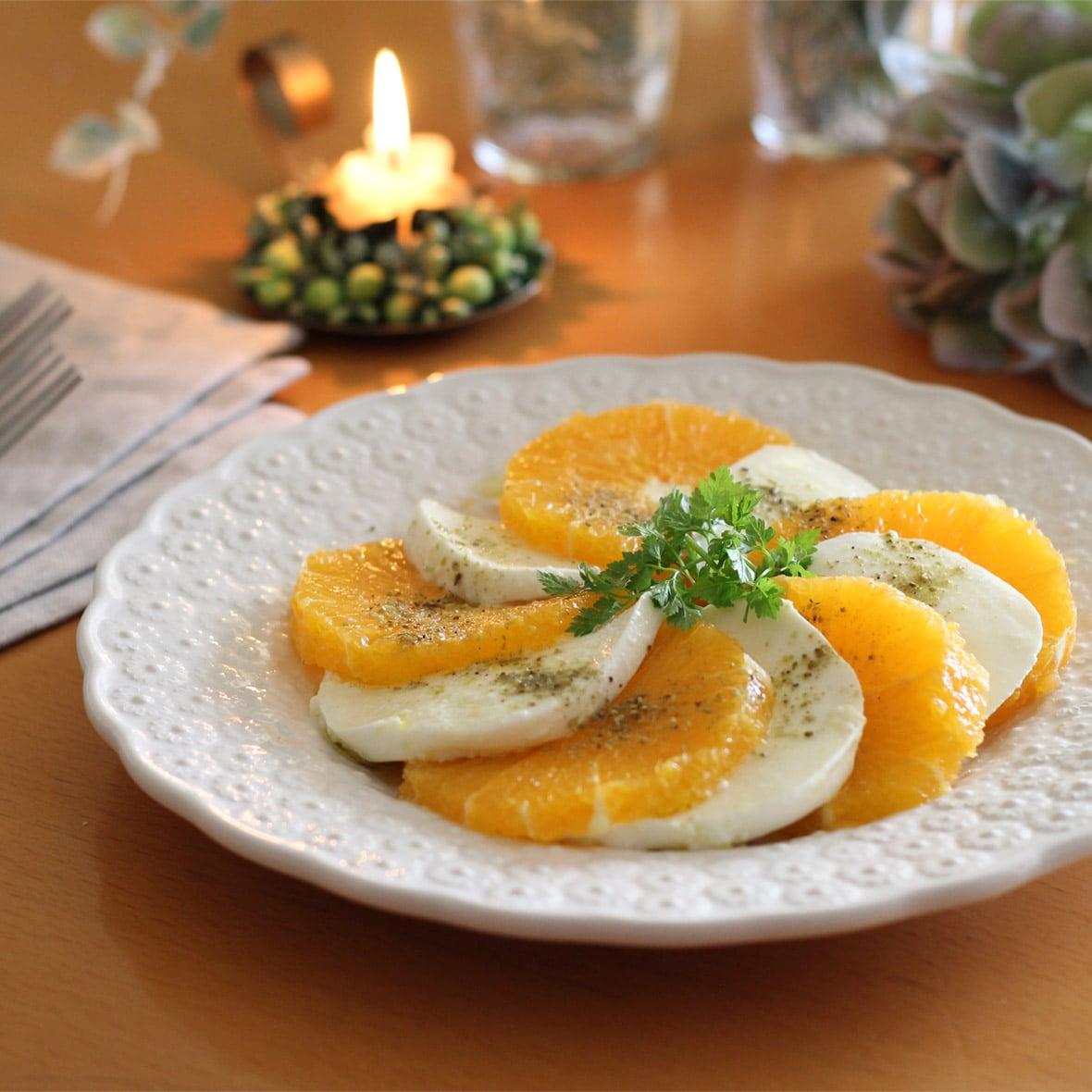 山椒のピリッと感がアクセント!オレンジとモッツァレラチーズのサラダ