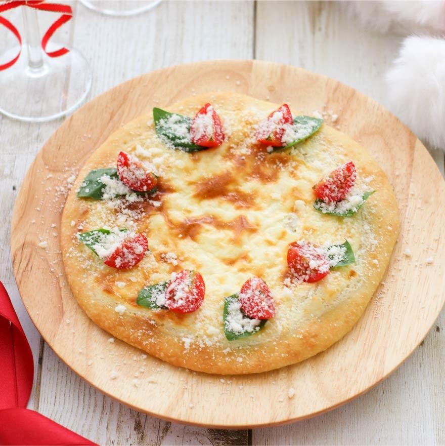 クリームチーズが味の決め手!ホワイトクリスマスピザ