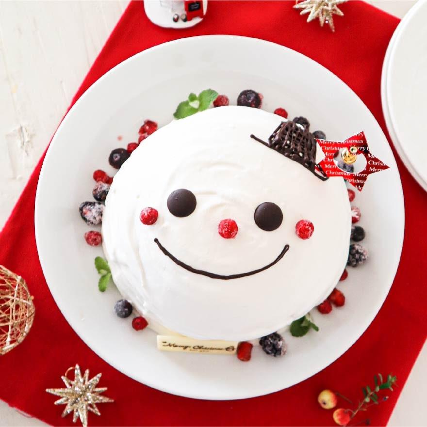 かわいくて子どもが喜ぶスノーマンドームケーキ