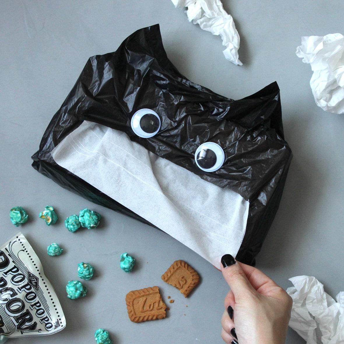 いつものティッシュもハロウィン仕様に!黒ネコの手作りティッシュカバー