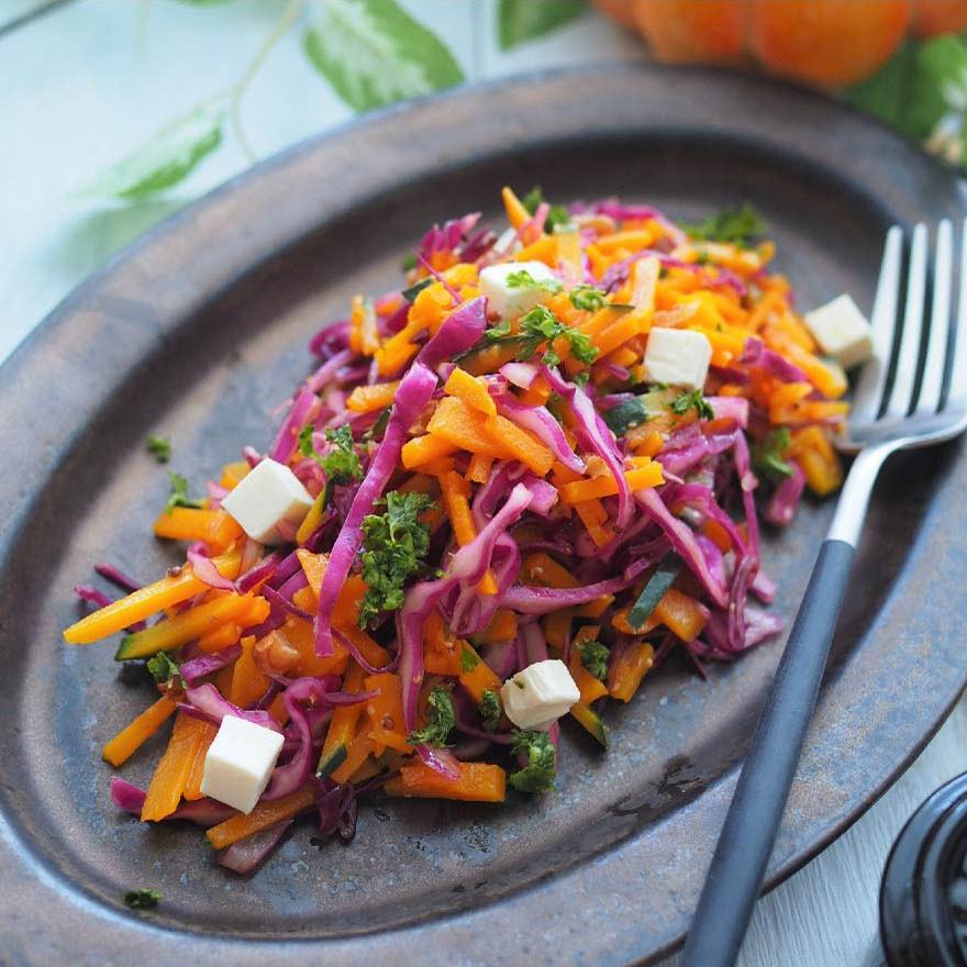 オレンジと紫のハロウィンカラー♪かぼちゃと紫キャベツのハリハリサラダ