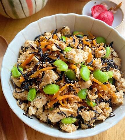 栄養満点!とりそぼろとひじきの炒り豆腐(るみ)