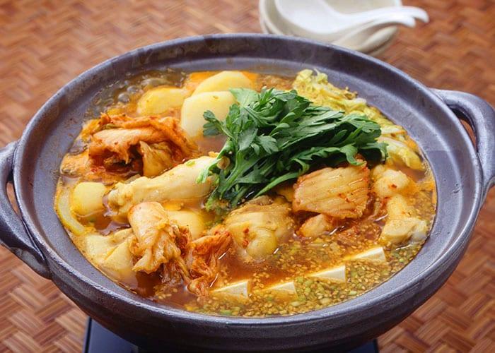 鶏肉とじゃがいものキムチ鍋