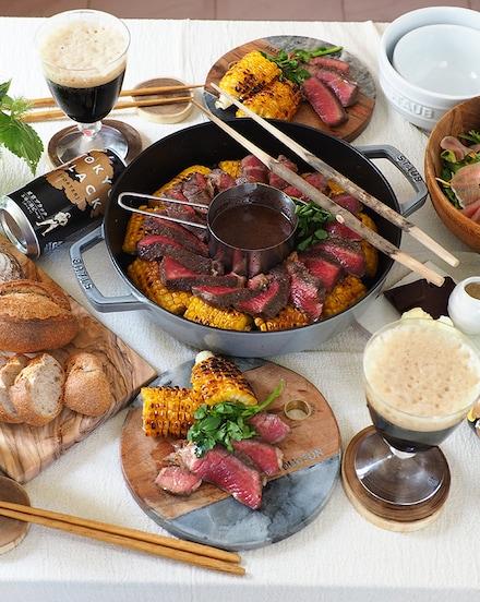 チョコワインソースで遊び心をプラス!焼きとうもろこしと厚切りステーキ