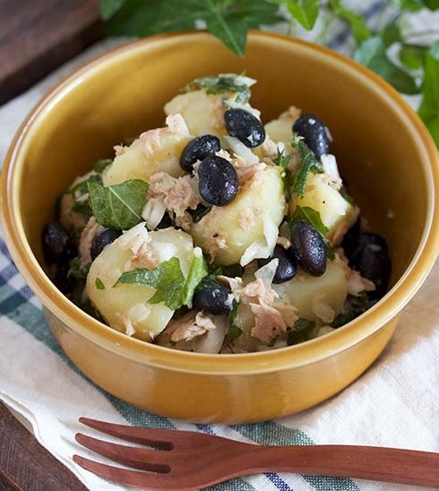 彩り鮮やか!蒸し黒豆とポテトのしそマリネ
