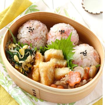 定番おかずもかわいくアレンジ!梅ご飯とお魚の和定食弁当