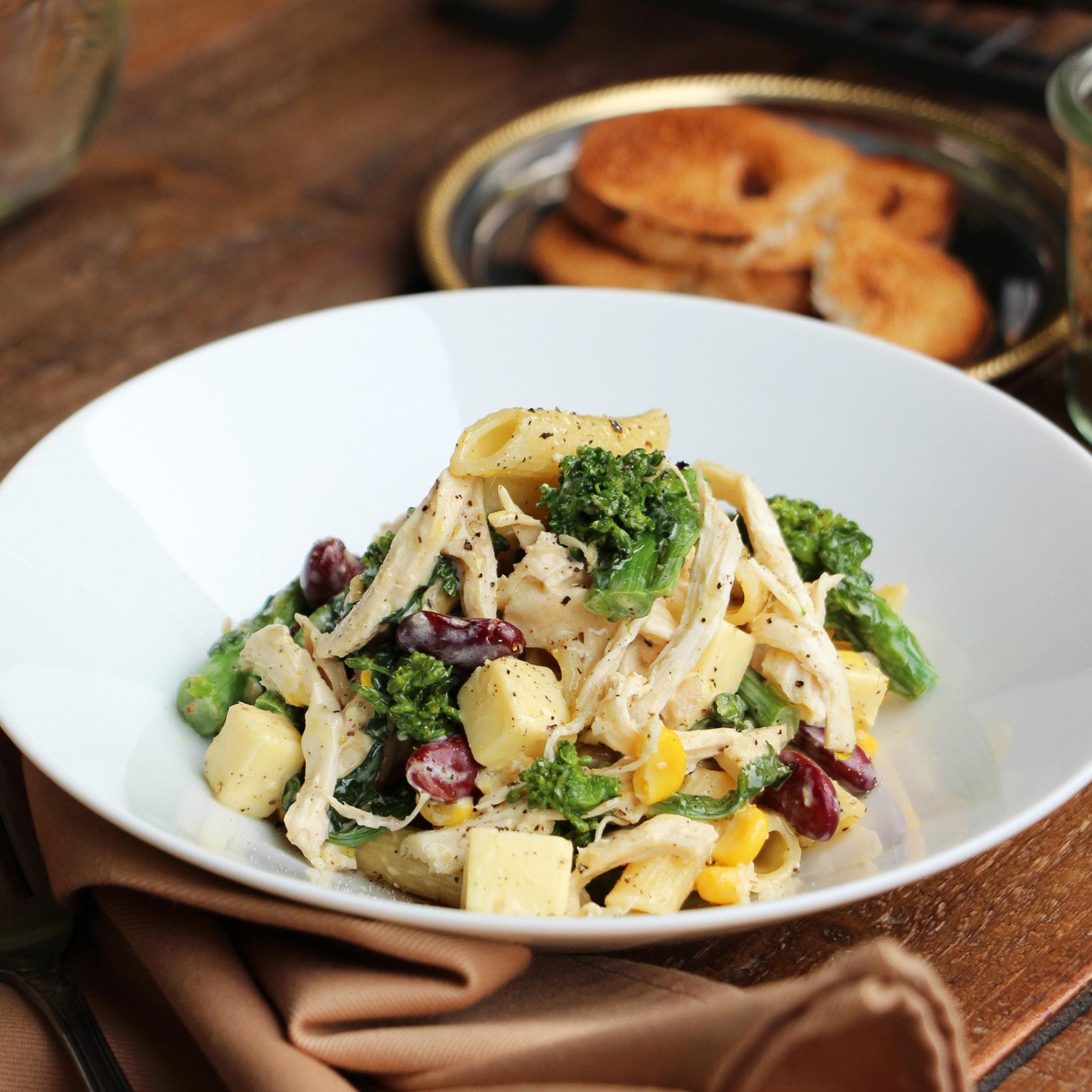 栄養バランスもばっちり蒸し鶏と菜の花の作りおきパスタ
