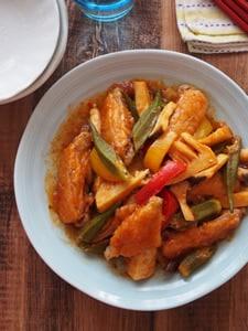 鶏手羽中とごろごろ野菜のチリソース炒め