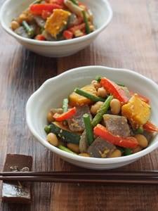 こんにゃく入り 大豆と彩り野菜のごま味噌炒め