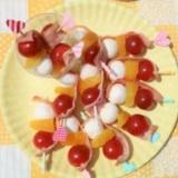 トマト、オレンジ、チーズのカラフルピンチョス