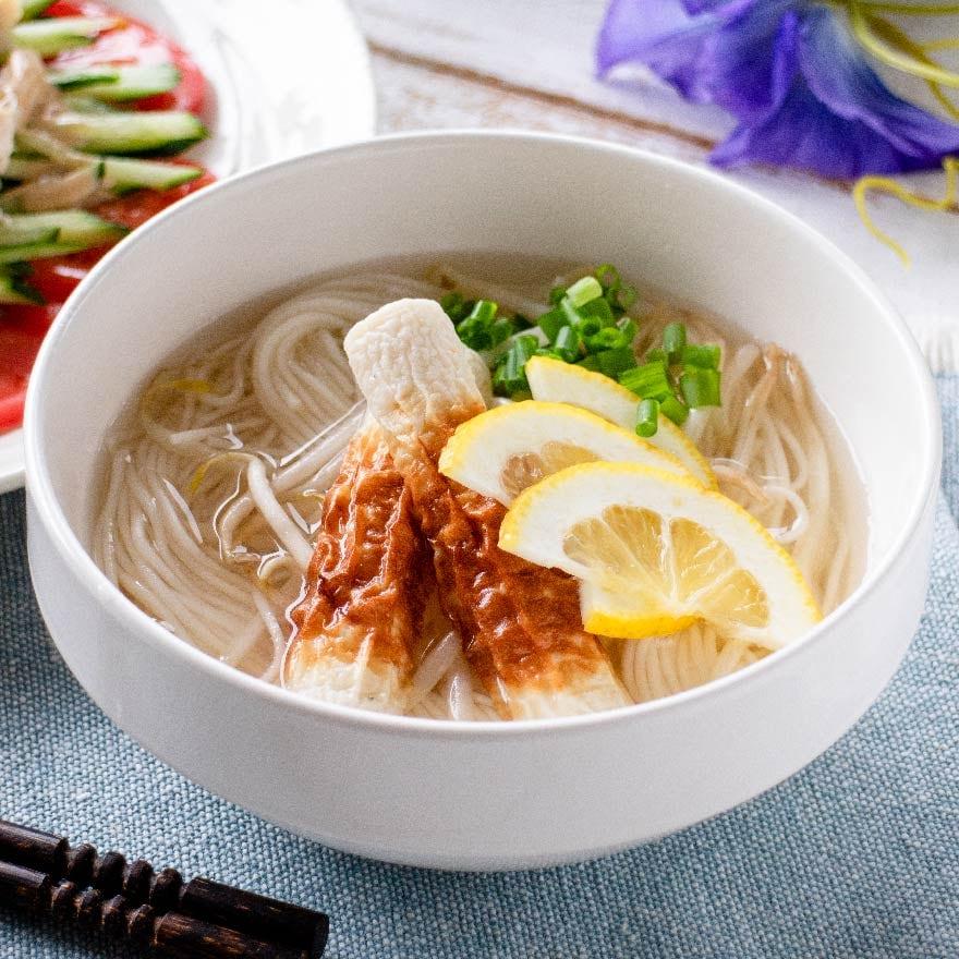 鶏の茹で汁をまるごと活用!本格的な味わいのアジアンそうめん