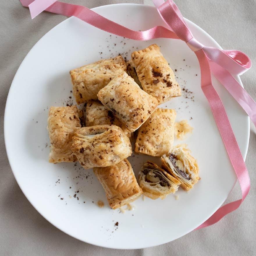 サクッ!カリッ!食感がおもしろいナッツのチョコパイ