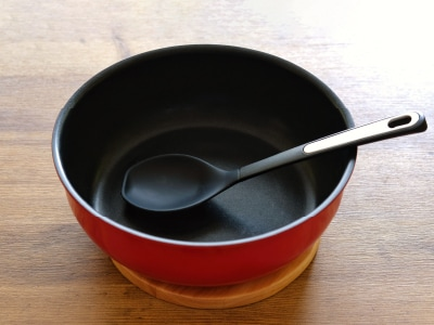 やっぱり深めが使いやすい!便利な深型設計(取っ手のとれる炒め鍋)