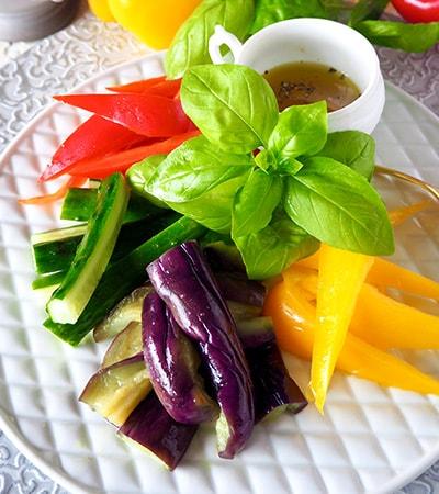 基本の調味料で作るうま味ドレッシング!カラフル夏野菜のサラダ