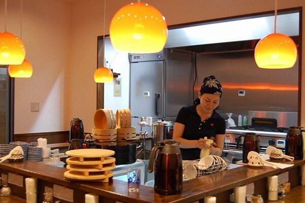 神保町にある「未来食堂」でユウキ食品とのコラボメニューが食べられる!