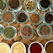 オリジナルカレー粉作りとインド料理