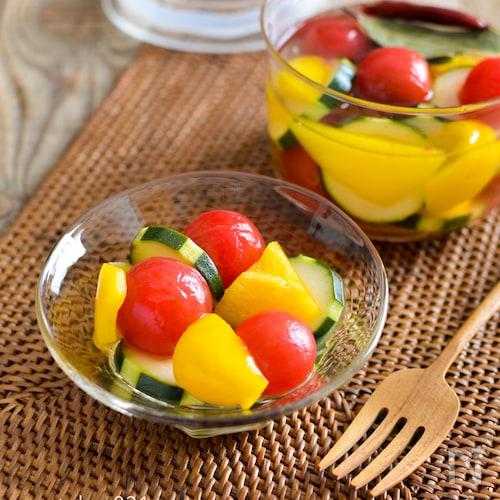 夏野菜のピクルス。ミニトマト、ズッキーニ、黄パプリカの3色♪