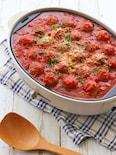 たこ焼きプレートで、焼きミートボールのトマト煮