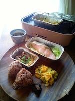 BRUNOホットプレートとアルミカップで作る朝の和定食