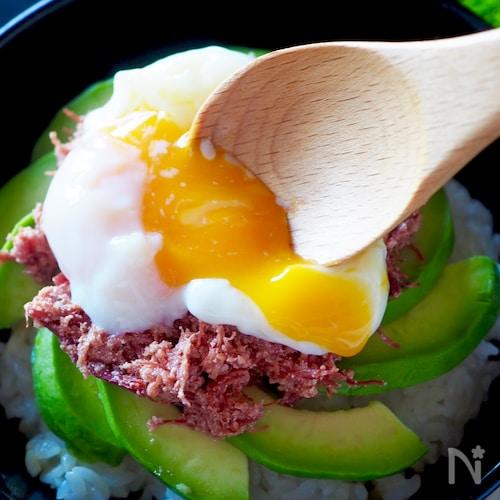 ガッツリ美味しいコンビーフアボたまどんぶり#缶詰#簡単