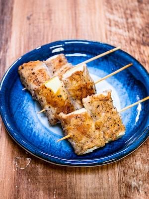 岩塩、黒胡椒で美味しい「白葱の塩豚焼き巻き」
