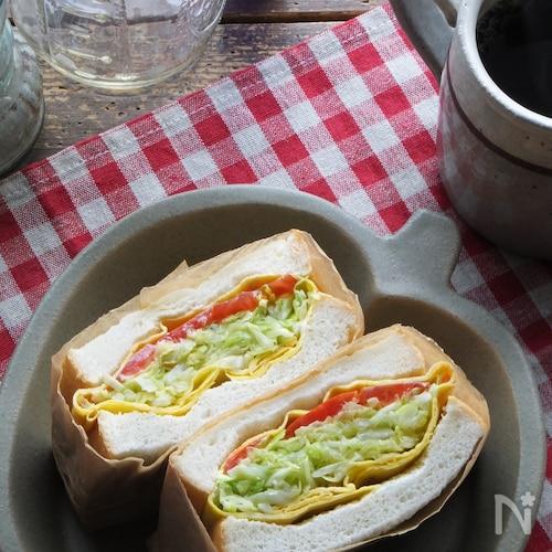 バター蒸しキャベツの卵包み極厚サンド。1個でお野菜100g!