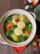ゆで卵がサプライズ!鰹白だし香るロールキャベツ鍋