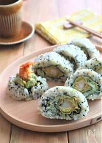 『えびフライとアボカドのうず潮巻き寿司』