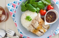 人気のシンガポールチキンライス(海南鶏飯)の簡単レシピ