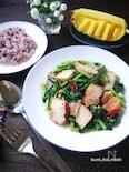 揚げ豚バラの青菜のタイ風炒め