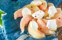 冷たいおもてなし前菜に!桃とクリームチーズのカプレーゼ