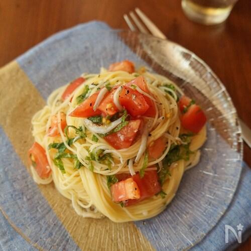 大葉が爽やか!トマトとシラスの冷製パスタ