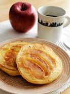 焼きりんごのホットケーキ。りんごケーキ風!簡単おやつ♪