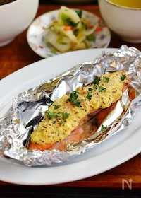 『粒マスタードソース鮭のグリル焼き』