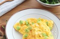 お弁当やおつまみに♪枝豆とコーンのチーズオムレツ